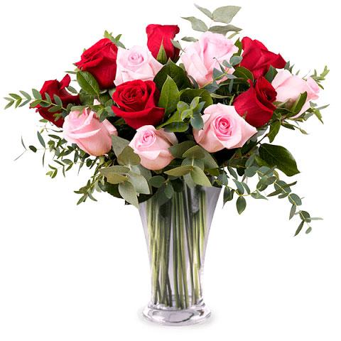 ramo rosas rojas y rosas
